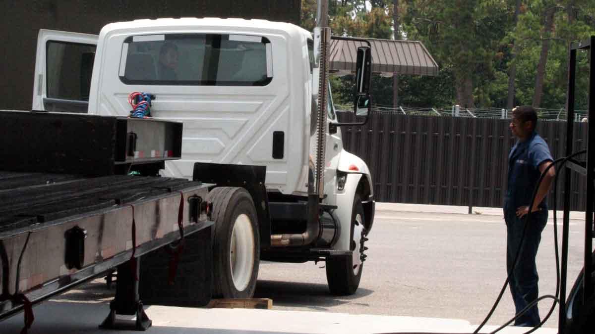 Truck Repair Near Me >> Heavy Truck Repair I 95 Maine Turnpike Truck Trailer Repair